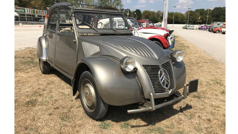 Citroen 2 CV in Wellblech-Design von 1956