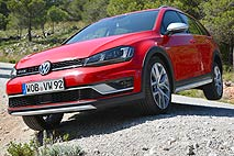 VW Golf Alltrack am Berg