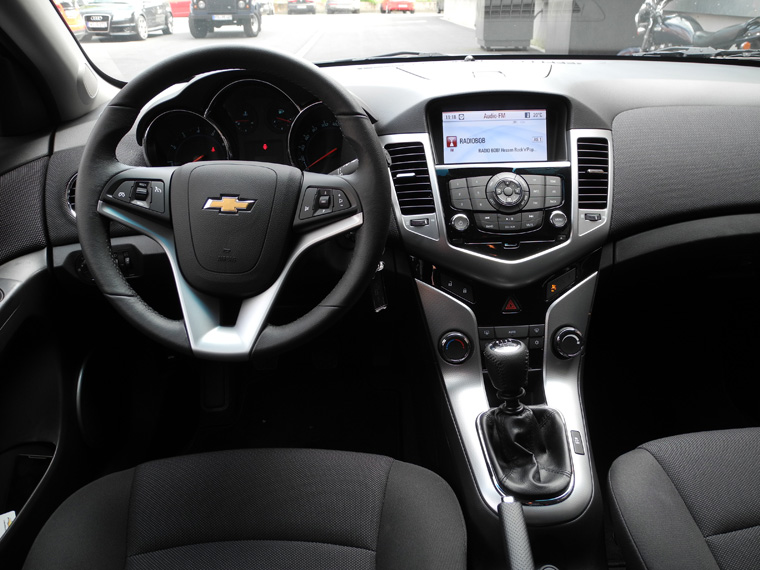 chevrolet_cruz_fh_cockpit