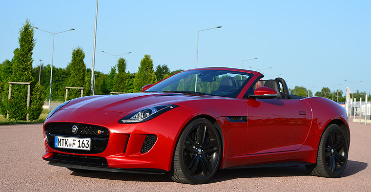 jaguar f type v8 s im rausch der mieze. Black Bedroom Furniture Sets. Home Design Ideas