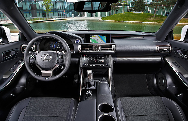 Lexus IS 300h Neuwagen